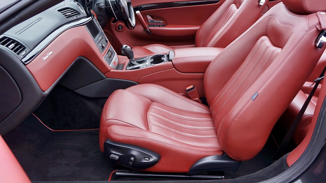 Comment bien nettoyer les sièges en cuir de votre voiture ?