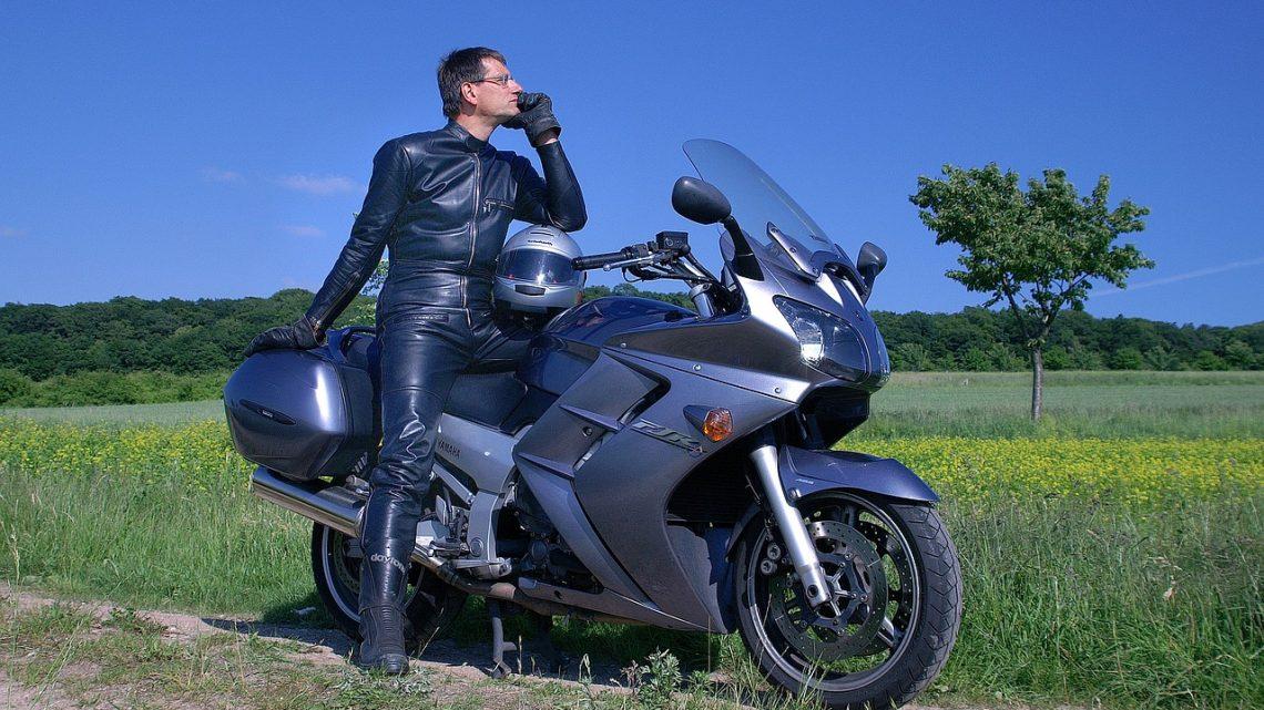 Les équipements à avoir pour conduire sa moto en toute sécurité